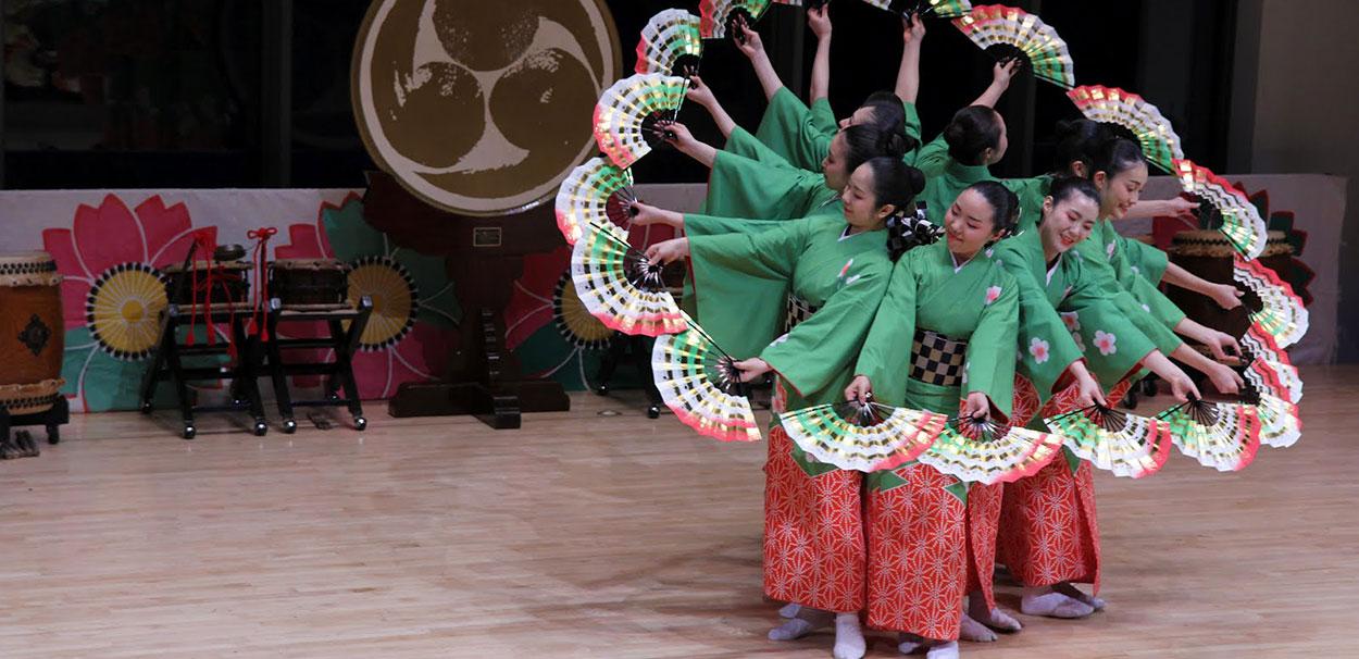 Taiko dancers