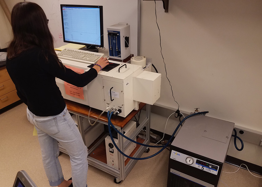 A student uses the Circular Dichroism Spectropolarimeter