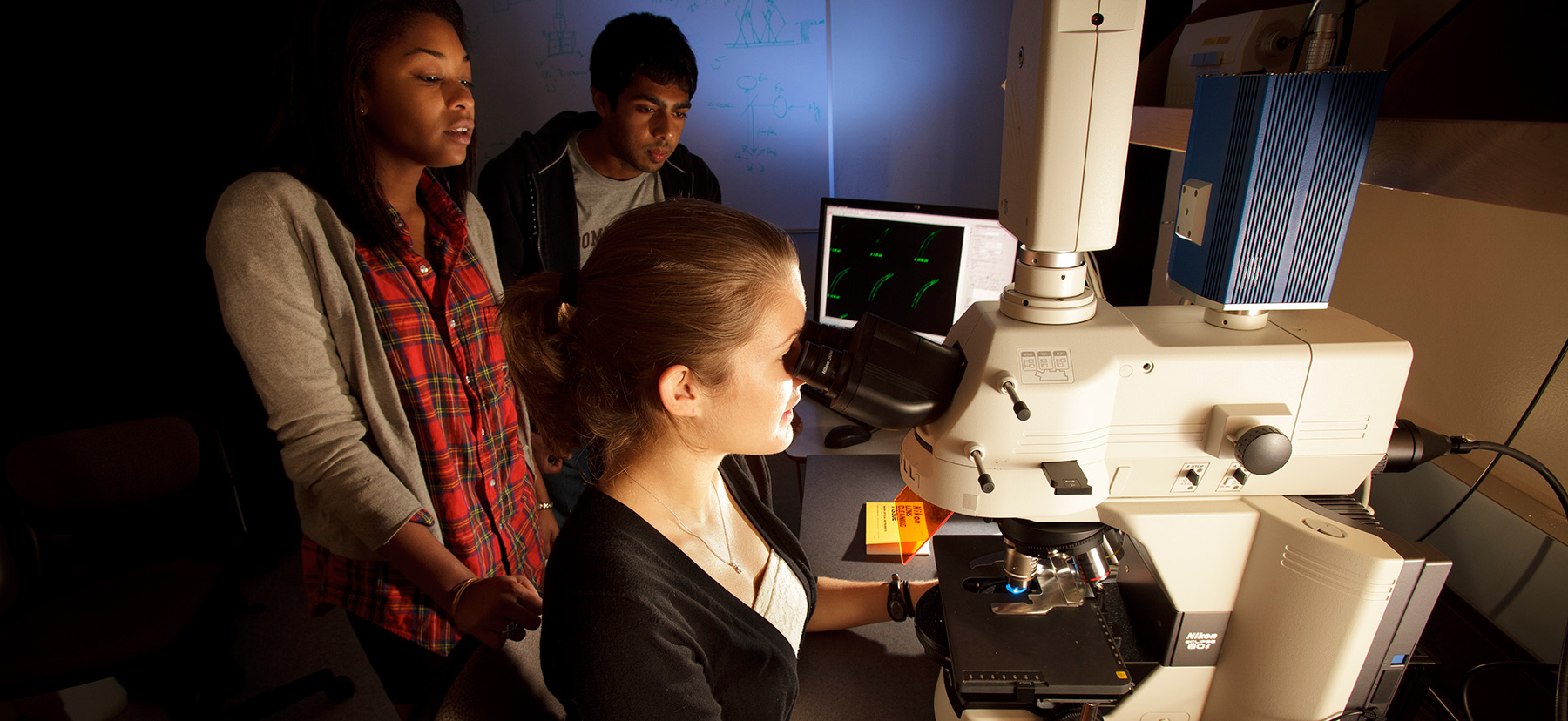 Students using the Confocal Microscope