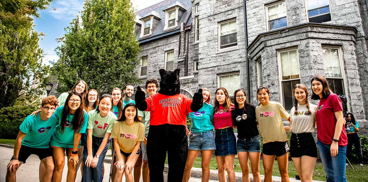 a customs group and the black squirrel mascot helping first-years move into their dorms