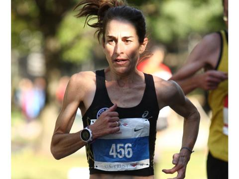 Jen Maranzano running in the 2016 Chicago Marathon