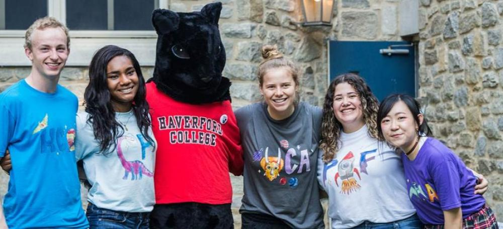 Students posing in front of Gummere on Move In Day