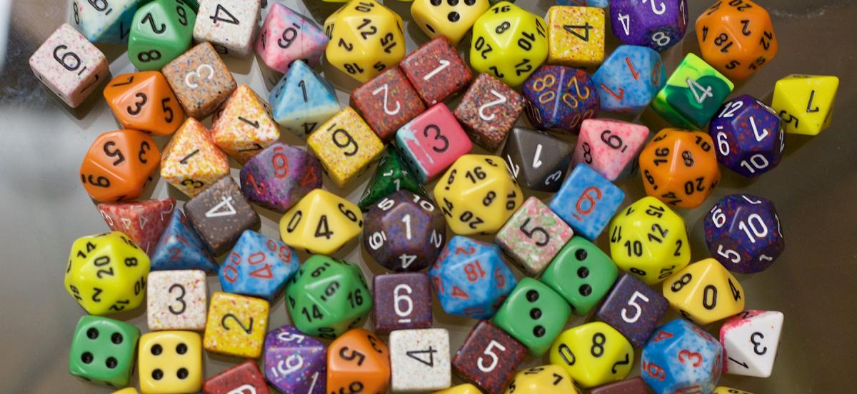 Large number of polyhedral dice